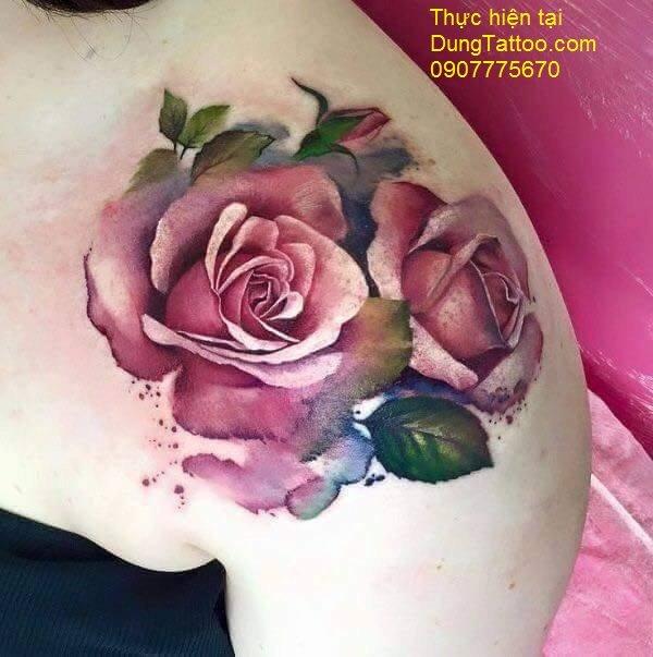 Hình xăm màu nước hoa hồng painting vai có ủ tê không đau Dũng thực hiện 0907775670
