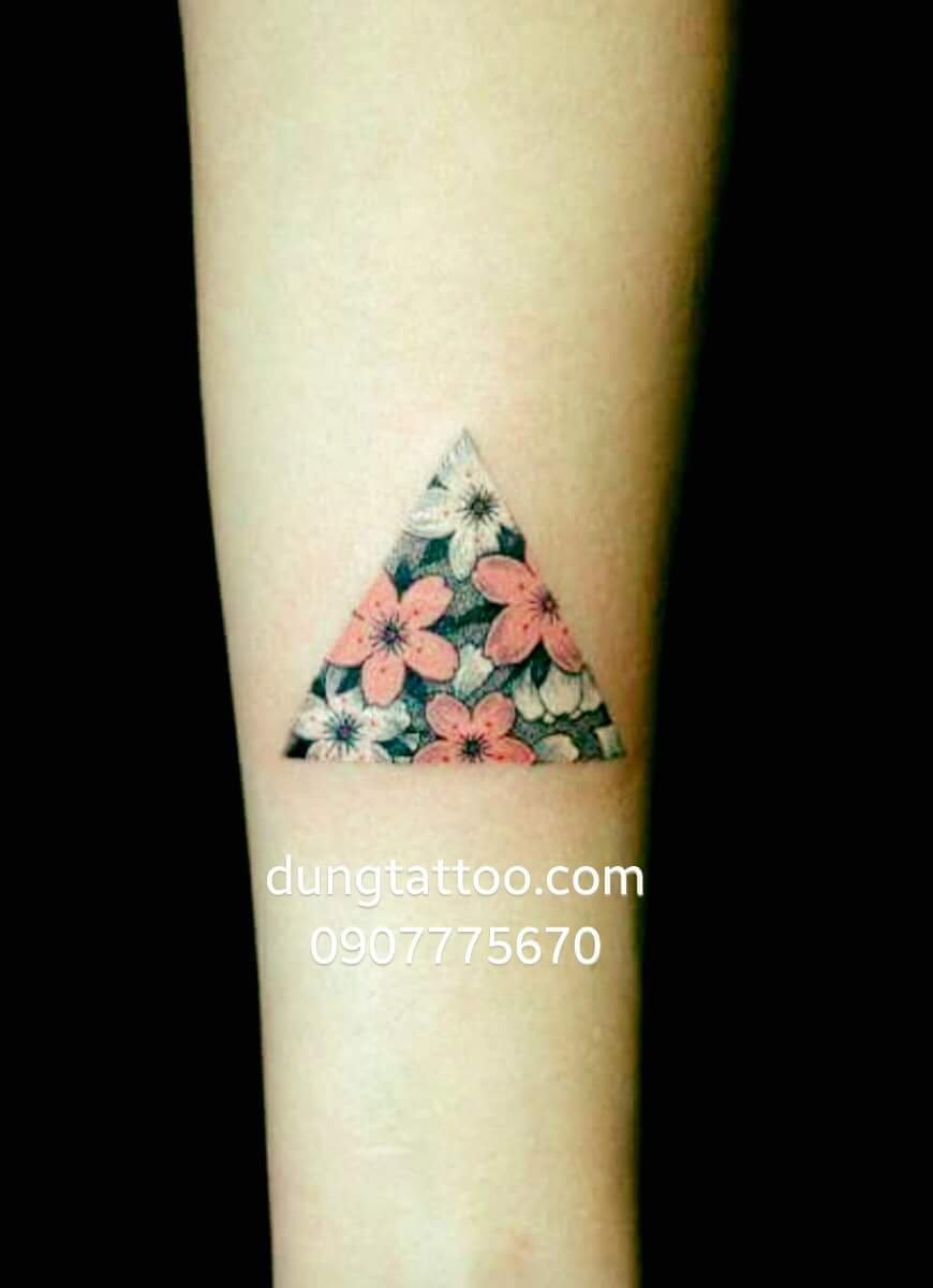 Hình xăm hoa tiết tam giác -thực hiện tại dũng 0907775670