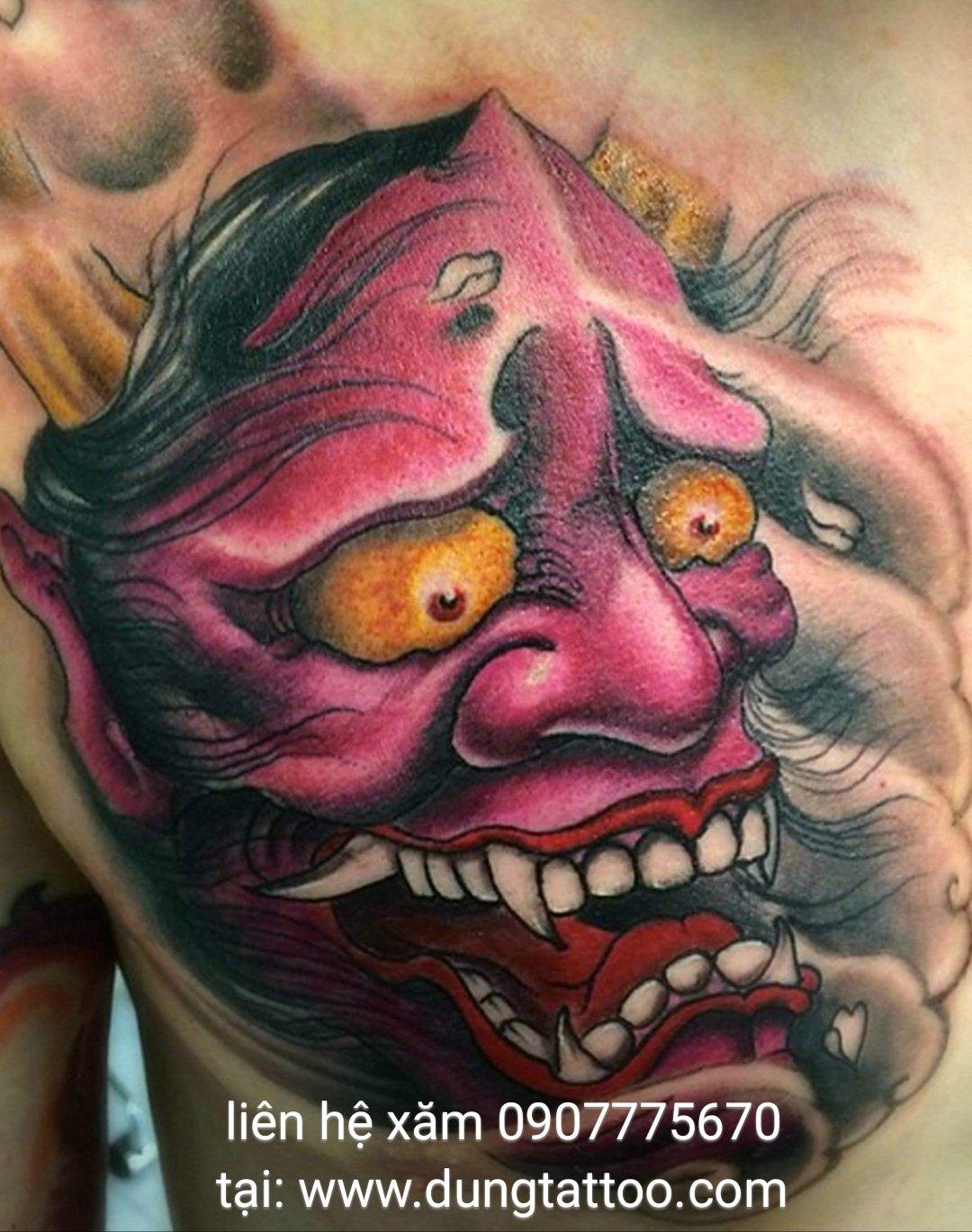 Hình xăm mặt quỷ đẹp trên ngực thực hiện dũng tatoo hcm 0907775670