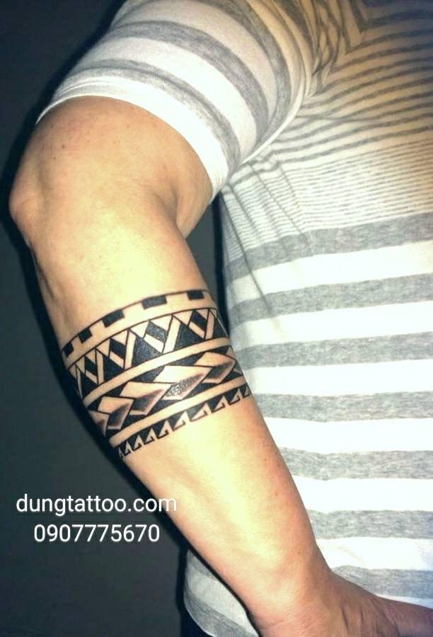 hinh xam hoa van maori bang do tay cui tro dung thuc hien 0907775670