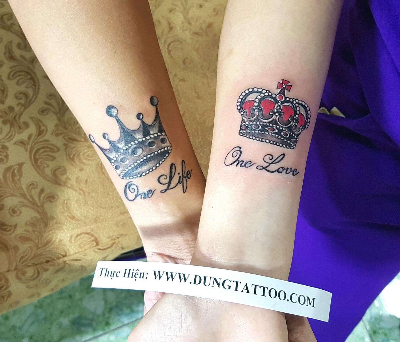 hinh xam cap doi tinh nhan giong nhau vuong mien cua vua crown tattoo